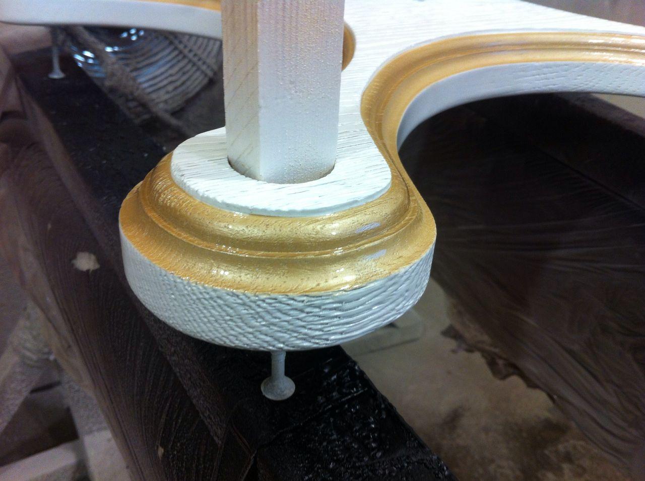 Покраска деталей вешалки,массив дуба
