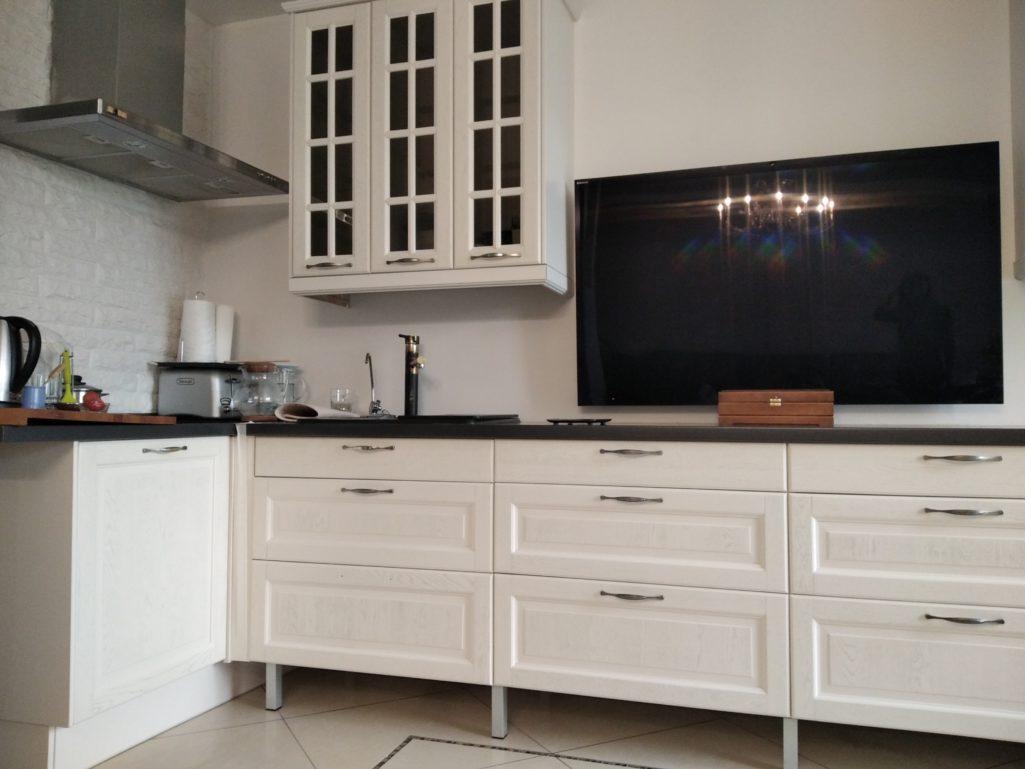 Покраска кухонного гарнитура, массив дуба
