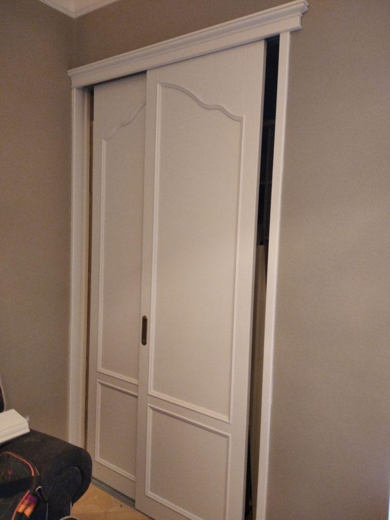 Покраска дверей массив сосны, белый матовый
